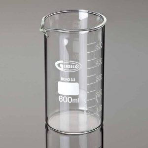 اندازه گیری حجم سنگ با استوانه مدرج و آب